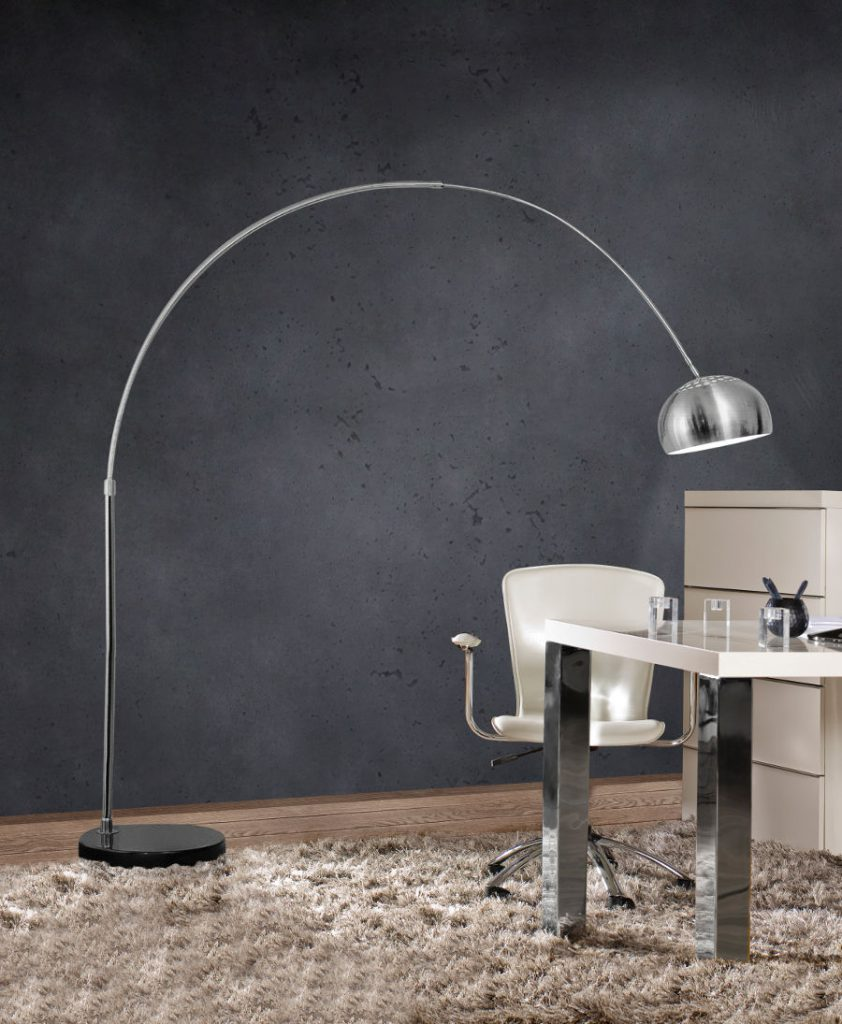 Lampy podłogowe – za co je cenimy?