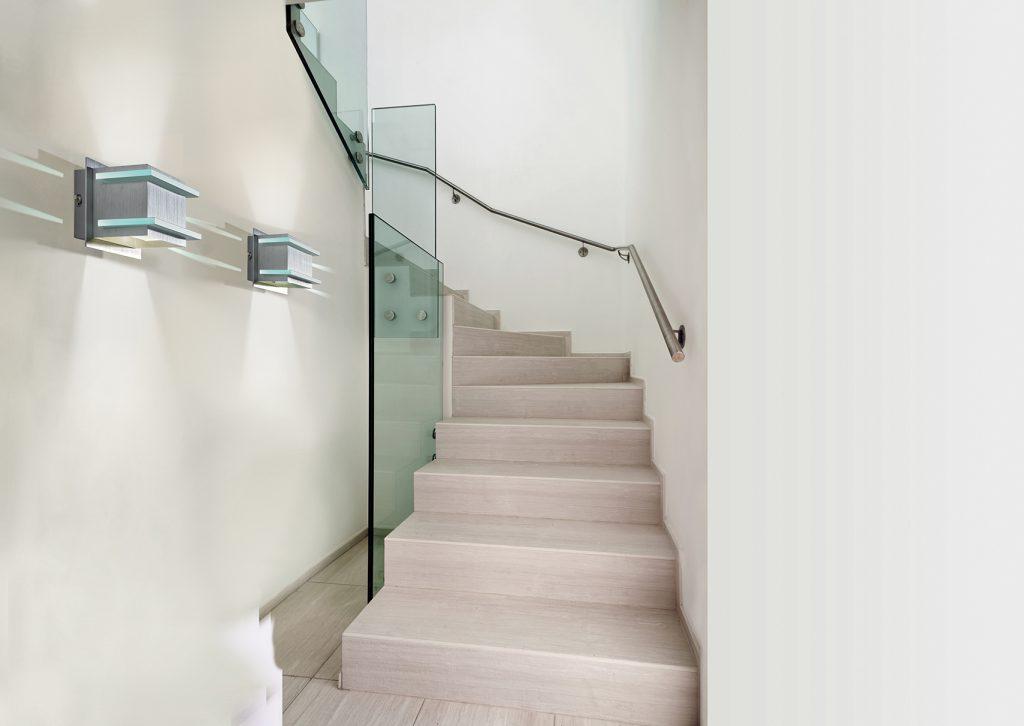Oświetlenie klatek schodowych w blokach – o czym pamiętać?